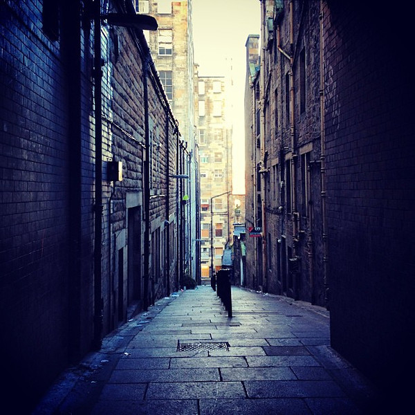 """One of the open """"closes"""" (private alleyways) off High Street #Edinburgh #blogmanay"""