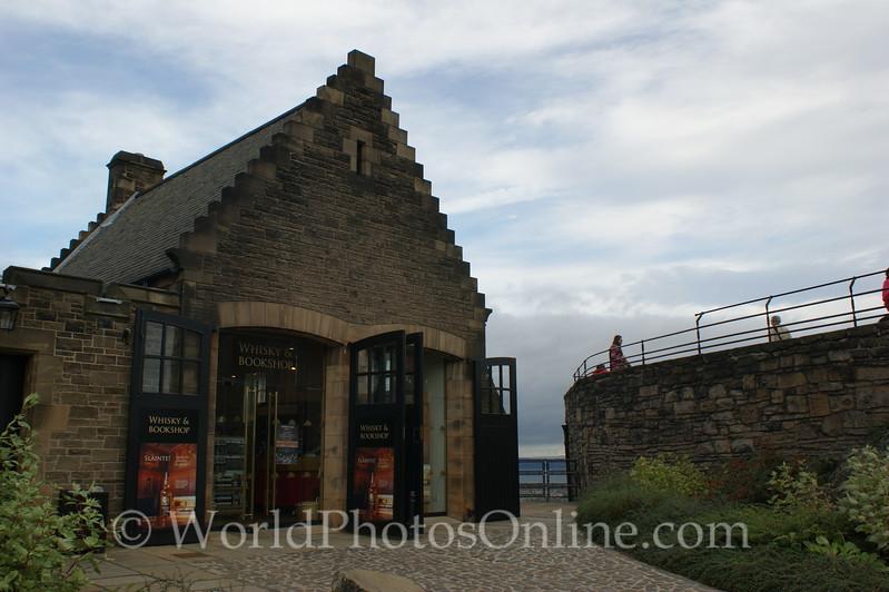 Edinburgh Castle -Whisky & Bookstore