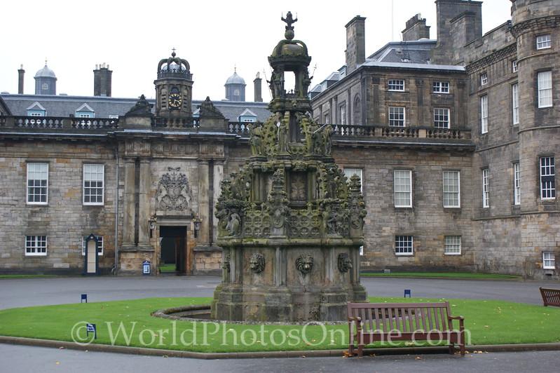 Edinburgh - Holyrood House - Courtyard