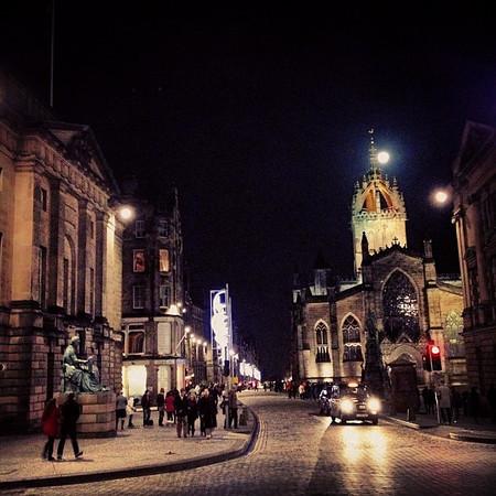 Cobblestones and cathedrals, #Edinburgh at night #blogmanay