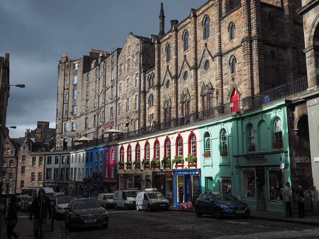 Shops on Victoria Street in Edinburgh