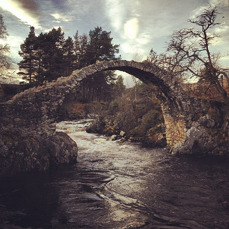 Carrbridge, little town of little bridge. Clear skies, ancient arches = phenom day in #Scotland #blogmanay