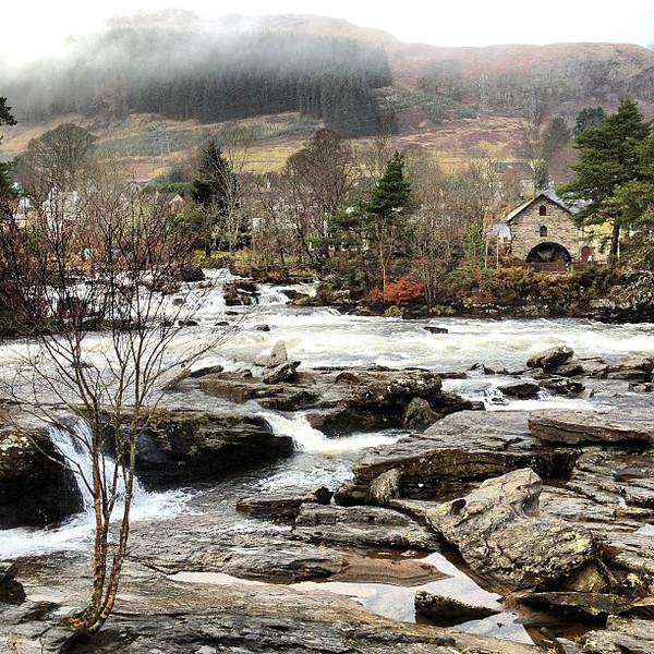 A wee inn amidst the Scottish highland mist. Falls of Dochart, #Scotland #blogmanay