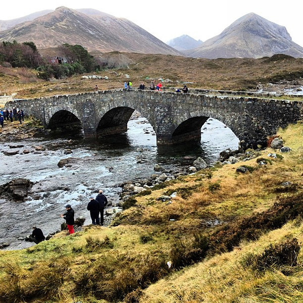 Isle of Skye: Black Cuilin range and the triple arch bridge at Sligachan #Scotland #blogmanay