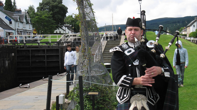 Spud the Piper in Fort Augustus, Scotland in 2009