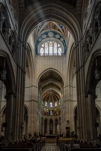 beams of light in Catedral de la Almudena