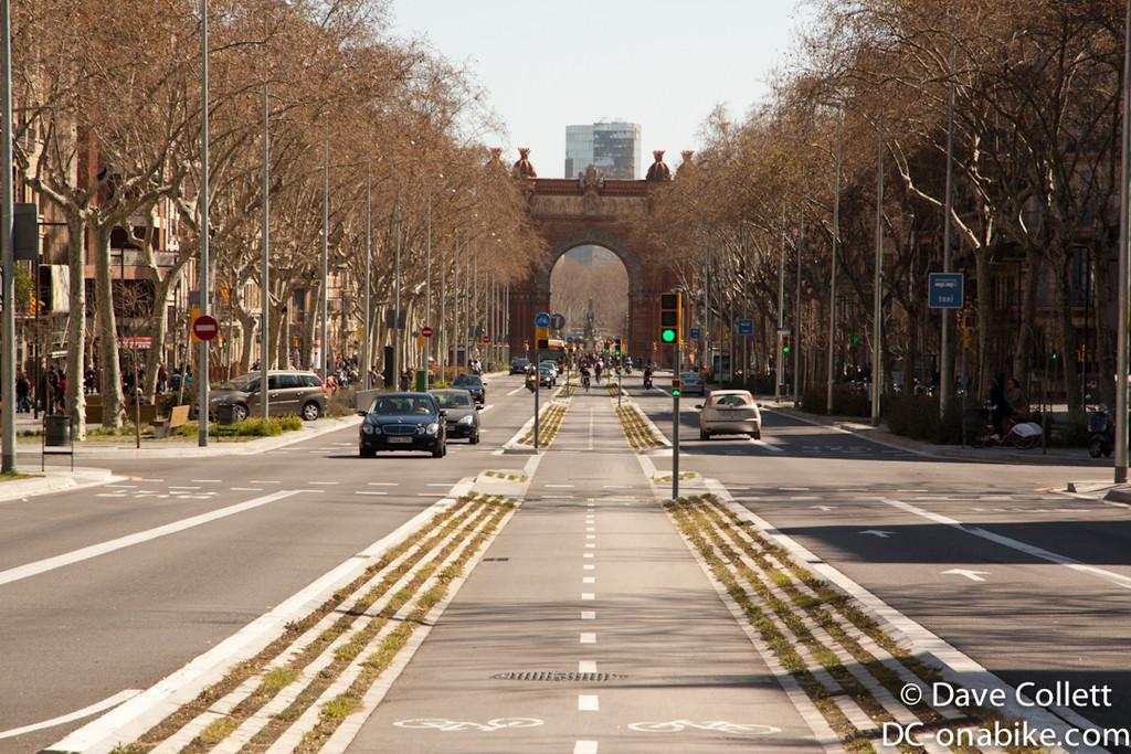 Towards the Arc de Triomf