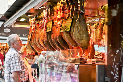 I am just as miffed by the dead animal as these folks, at la Boqueria market in Barcelona, Spain.