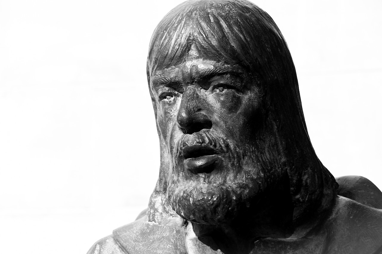 Close-up shot of one of the statues outside The Basilica of Santa Maria in Elche, Spain