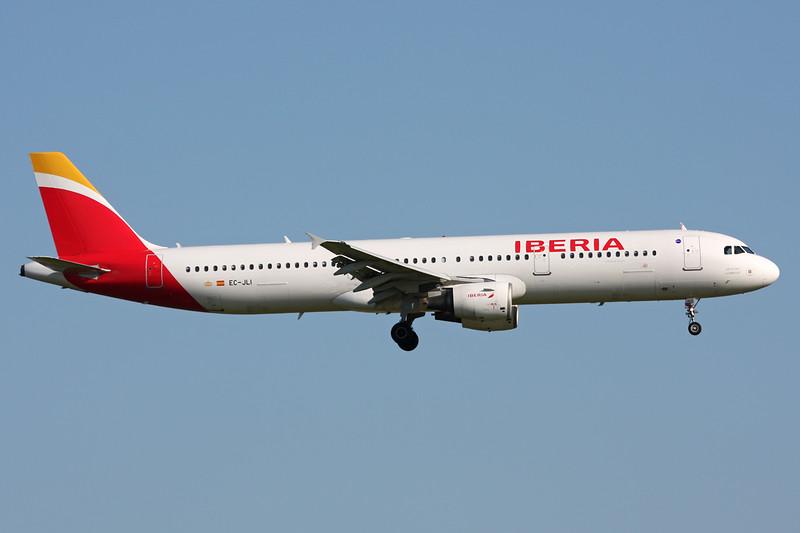 EC-JLI Airbus A321-211 c/n 2563 Brussels/EBBR/BRU 06-06-15