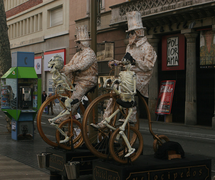 Street performers on La Rambla