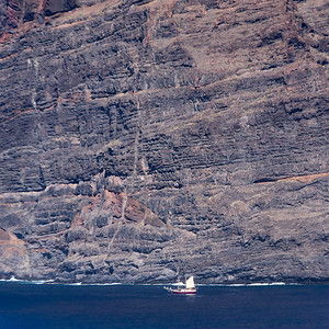 Sailboat with the Los Gigantes