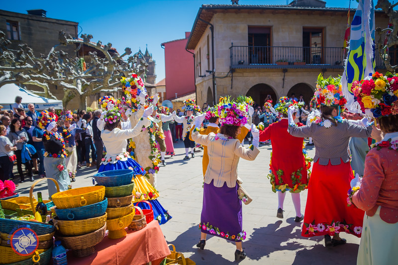 Dancers in the Village Square of Elciego (©simon@myeclecticimages.com)