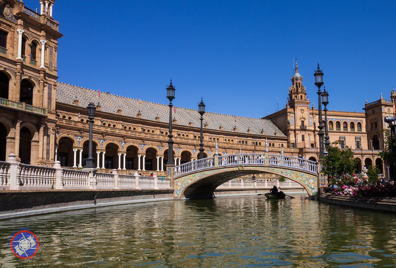 The Water Feature at the Plaza de España (©simon@myeclecticimages.com)