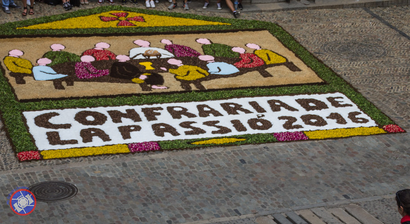 The Last Supper in Flowers at the Base of the Cathedral Stairs, Girona (©simon@myeclecticimages.com)