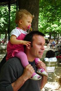 Davis-Soustelle family in Luxembourg gardens