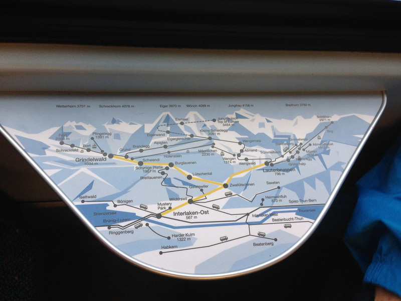 The little tables on the mountain trains show the mountain routes - how efficiently Swiss.