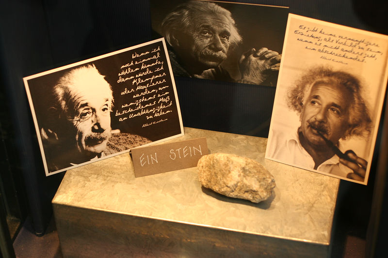 Ein stein / Einstein ... window display across from his old house in Bern.