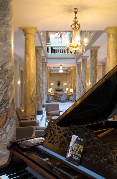 Switzerland, Lake Geneva Region, Vevey, Hotel des Trois Couronnes, Lobby