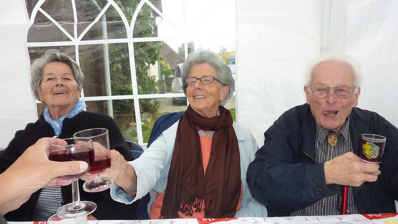 Erika Sieber, Ruth und Hans Rauber <br /> <br /> Erika und Ruth sind Schwestern