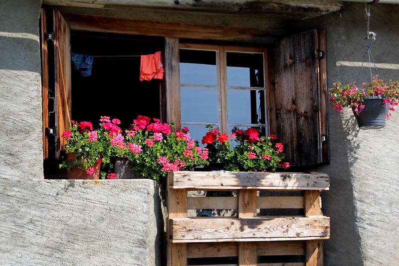 Switzerland, Pays-d'Enhaut, Farmhouse Window