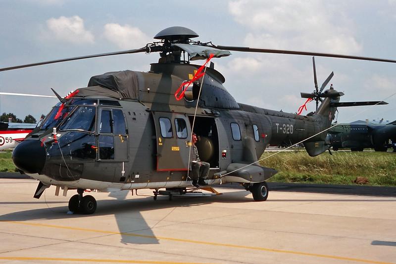 """T-320 Aerospatiale AS.332 M1 TH-89 Super Puma """"Swiss Air Force"""" c/n 2349 Pratica di Mare/LIRE 24-05-98 (35mm slide)"""