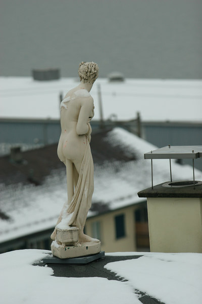 Random statue on Thalwil rooftop ... shivering slightly?