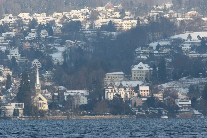 View across Lake Zurich from Thalwil, winter