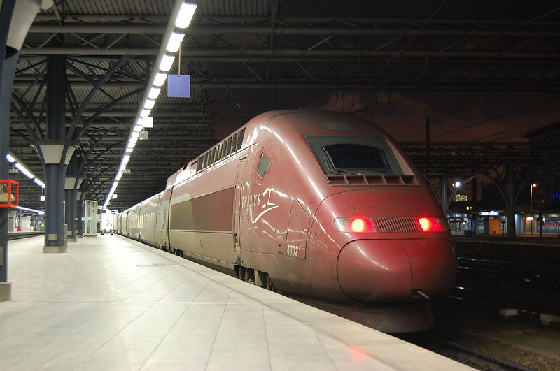 On what was a cold 28th December in 2007, Thalys set 4302 is captured at Bruxelles Midi with a service from Paris Gare du Nord.