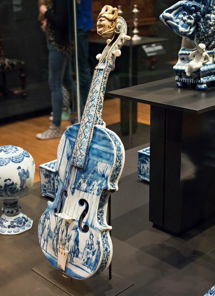 Delft violin at the Rijks