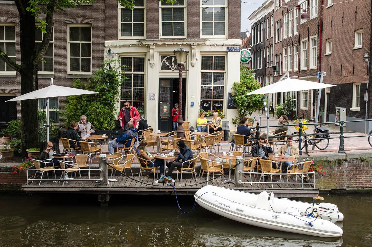 A canalside cafe on Egelantiersgracht.
