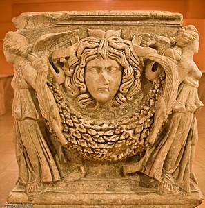 Garland and Medusa Head Detail from a Sarcaphogus - Roman Period (Smyrna [İzmir]) History & Art Museum - Kültür Park