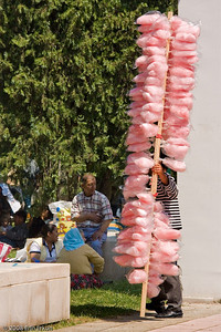 Kültür Park - A vendor trying to entice a family celebrating Hıdrellez to purchase his cotton candy.