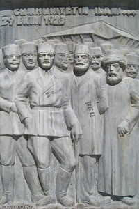 """Kordon - This scene from the base of the """"Cumhuriyet Ağacı Anıtı"""" (Republic Tree Monument) commemorates the day Turkey became a republic - October 29, 1923."""