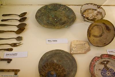 Archaelogical exhibit inside the center bunker at Namazgah Tabyası.