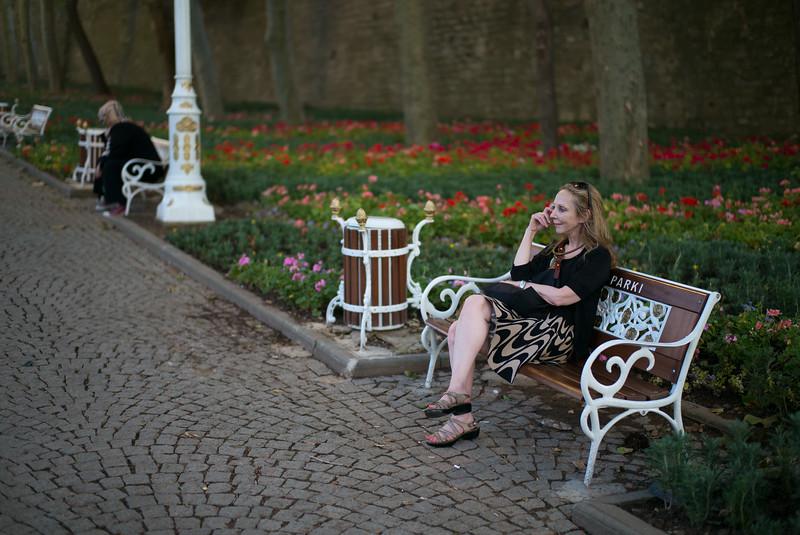 Rebecca watching girls in Gulhane Park