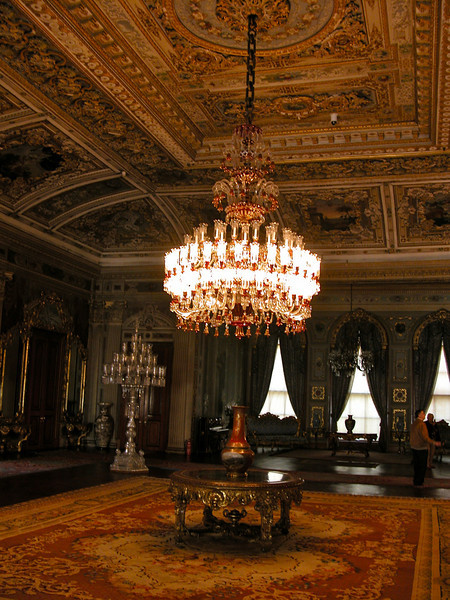 22 Must See Places in Istanbul - Dolmabahçe Palace
