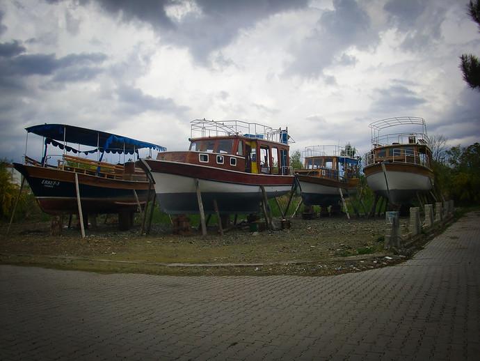 fethiye boats on stilts