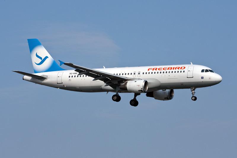 TC-FBE Airbus A320-212 c/n 0132 Istanbul-Ataturk/LTBA/IST 15-09-09