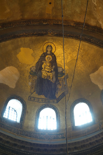 Image of Mary and Jesus in one of the side domes of main basilica