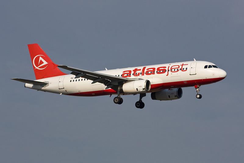 """TC-OGJ Airbus A320-232 """"Atlasjet"""" c/n 0676 Istanbul-Ataturk/LTBA/IST 15-09-09"""