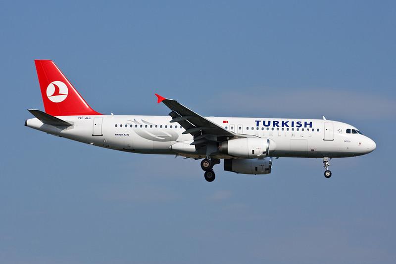 TC-JLL Airbus A320-232 c/n 1996 Istanbul-Ataturk/LTBA/IST 15-09-09