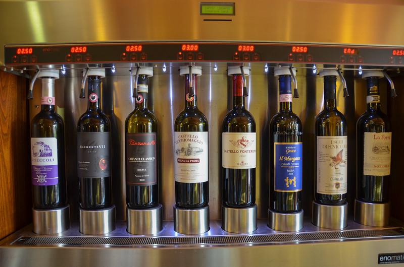 在一家意大利咖啡馆里,基安蒂葡萄酒区,托斯卡纳
