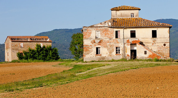 Farmhouse ruins outside Cortona