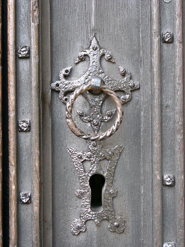 A BIG key hole!!!
