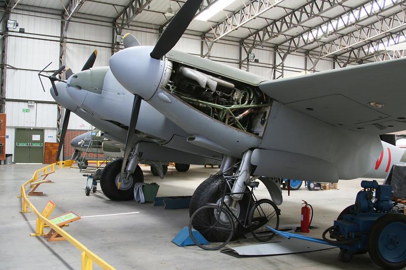 HJ711 (VI-C) de Havilland DH-98 Mosquito NF.II c/n HJ711 Elvington/EGYK 23-05-08