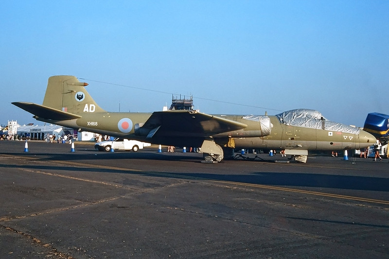 "XH168 (AD) English Electric Canberra PR.9 ""Royal Air Force"" c/n SH1732 Fairford/EGVA/FFD 25-07-99 (35mm slide)"