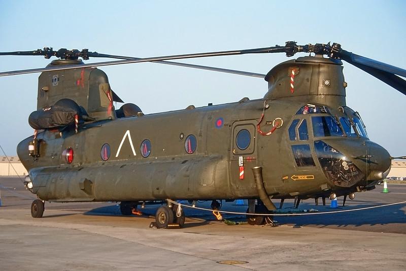 "ZD981 (NV) Boeing-Vertol CH-47 HC.4 Chinook ""Royal Air Force"" c/n M7029 Fairford/EGVA/FFD 25-07-99 (35mm slide)"