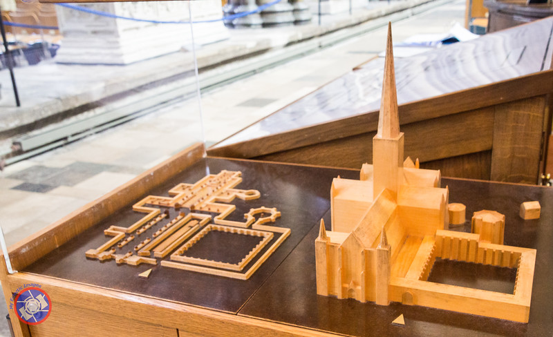 Floor Plan and Model of Salisbury Cathedral (©simon@myeclecticimages.com)