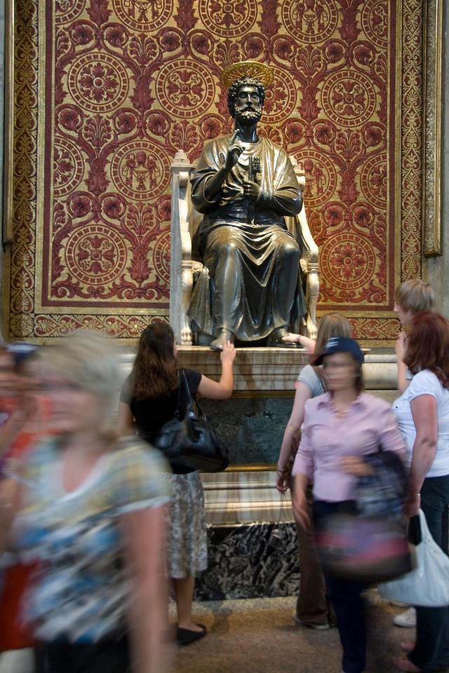 Arnolfo di Cambio's bronze statue of Simon Peter in Saint Peter's Basilica